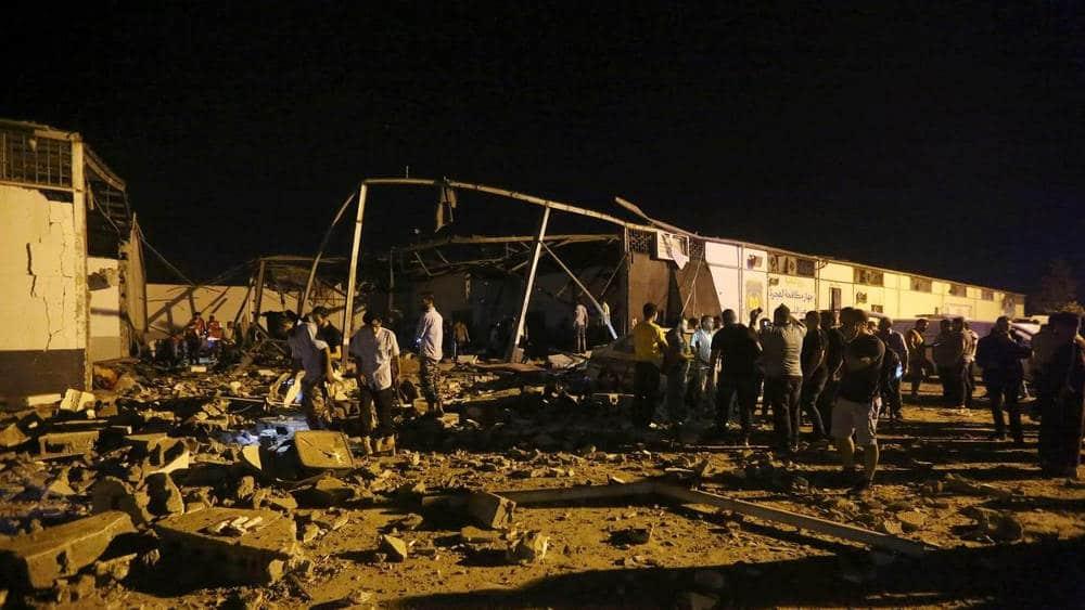 migranti in libia centro detenzione bombardato